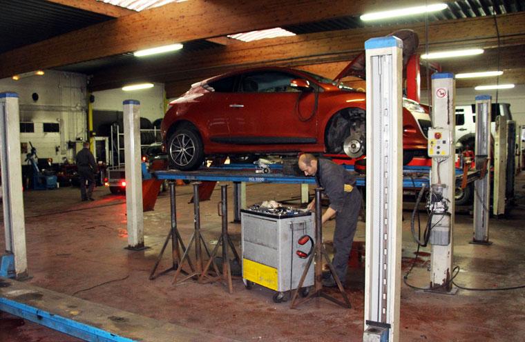 Garage albert renault concessionnaire atelier gedinne for Garage renault atelier
